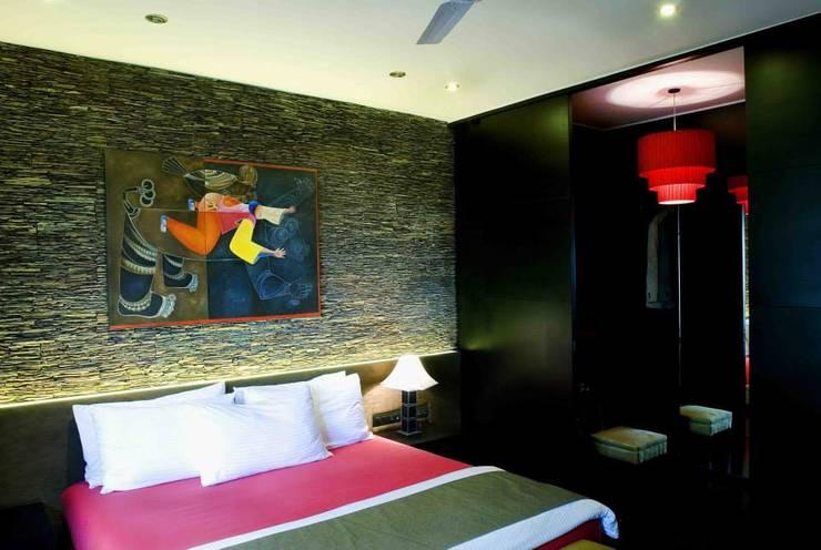 Apartment:  Bedroom by In-situ Design