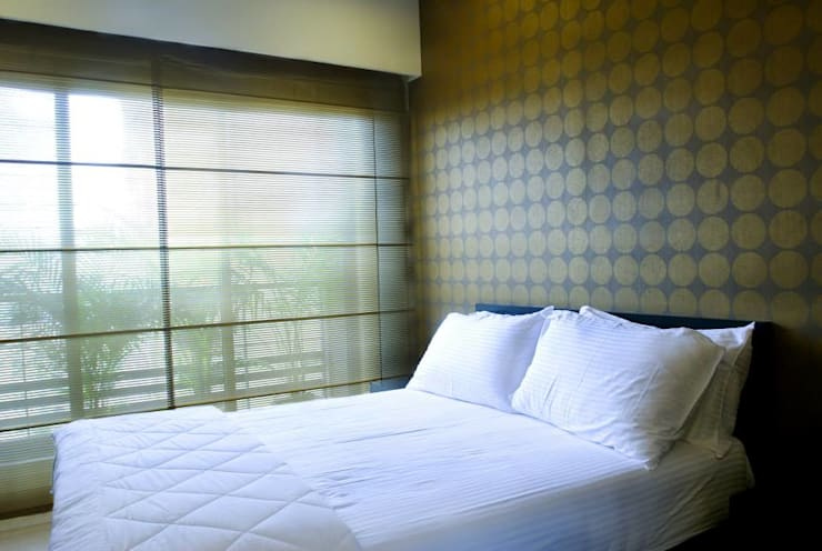 Apartment: modern Bedroom by In-situ Design