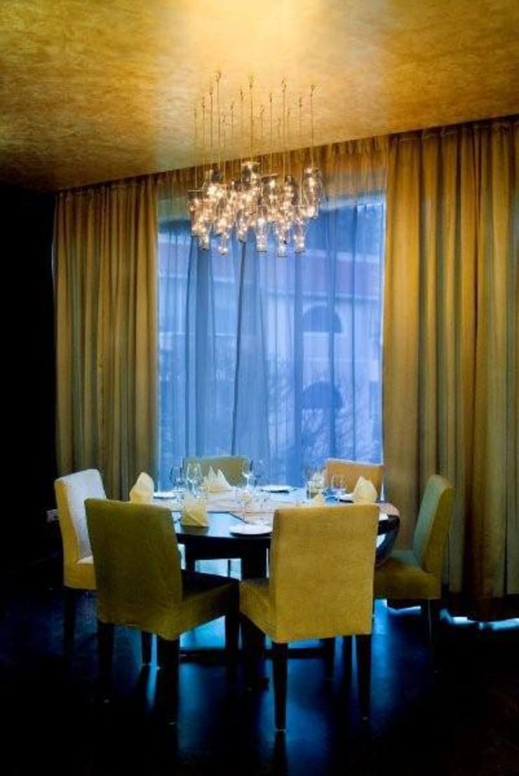 Fireflies, Bangalore:  Dining room by In-situ Design