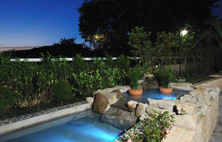 Projekty,  Ogród zaprojektowane przez Eduardo Luppi Paisagismo Ltda.
