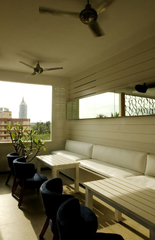 Spiga: modern Living room by In-situ Design