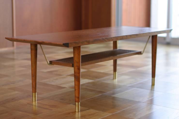 HOUSE TRAD ORIGNAL LOW TABLE: HOUSETRAD CO.,LTDが手掛けたリビングルームです。,