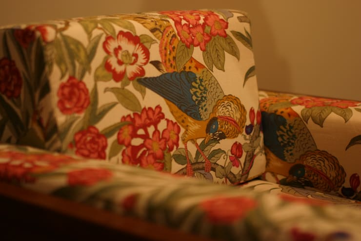HOUSE TRAD ORIGNAL SOFA: HOUSETRAD CO.,LTDが手掛けたリビングルームです。