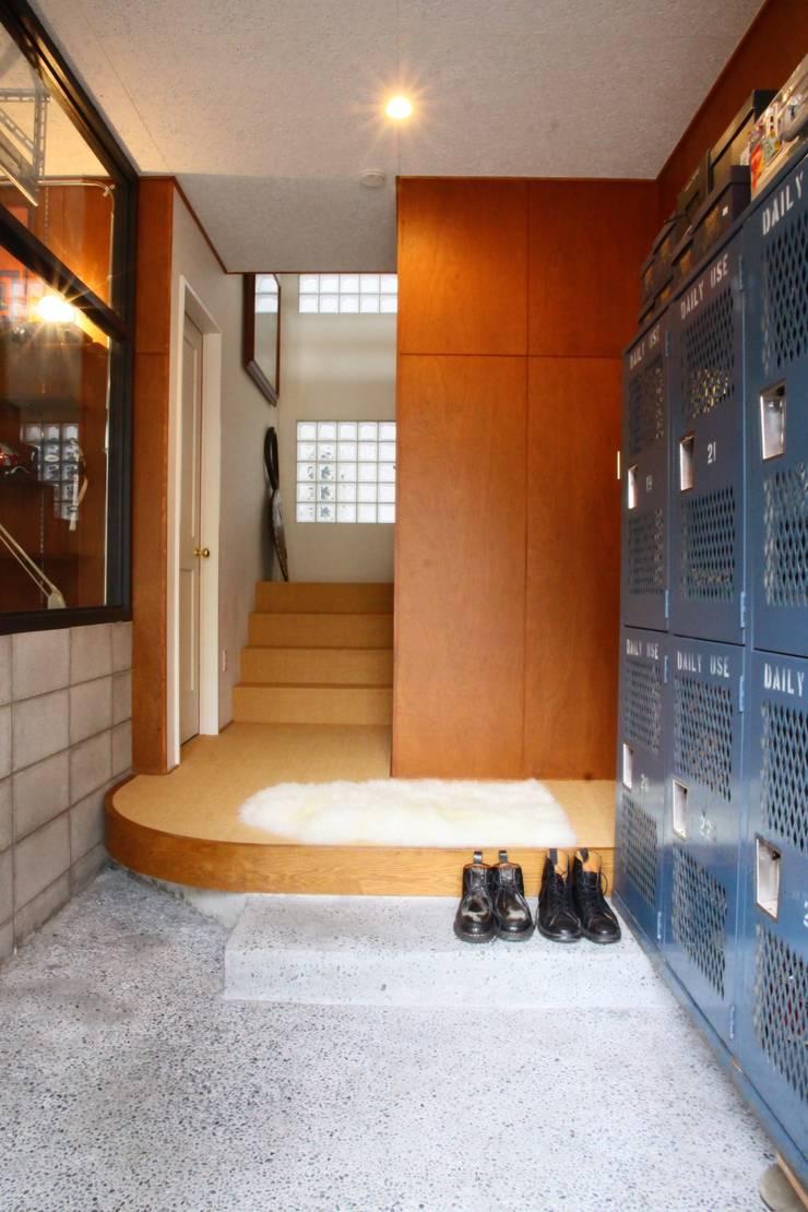 TOKYO STANDARD HOUSE: HOUSETRAD CO.,LTDが手掛けた廊下 & 玄関です。,モダン