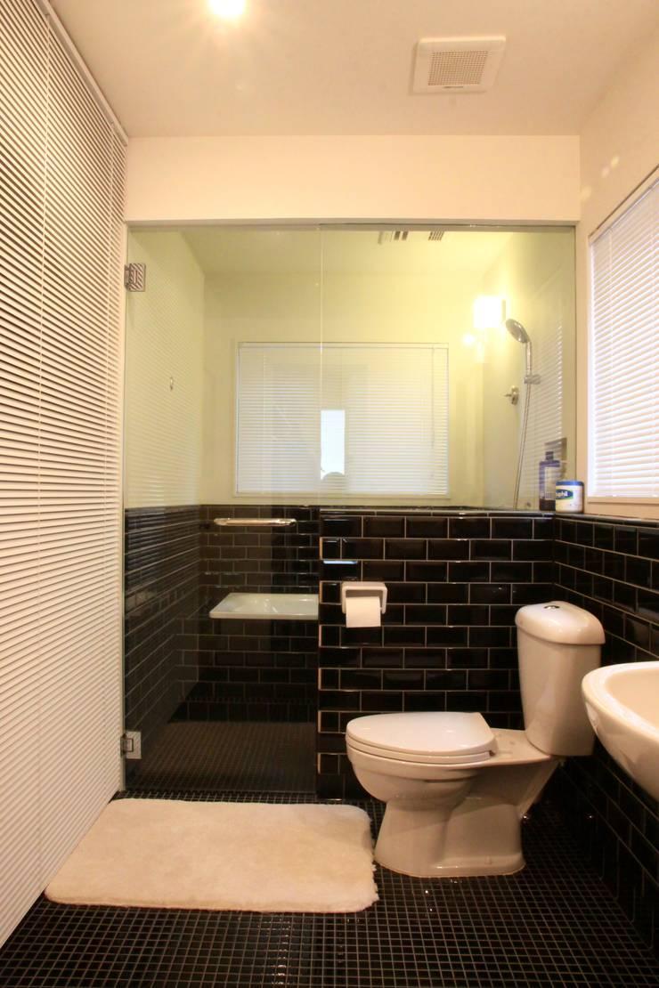TOKYO STANDARD HOUSE: HOUSETRAD CO.,LTDが手掛けた浴室です。,モダン