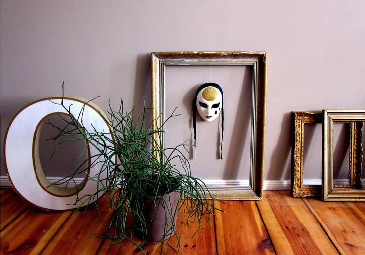 Soggiorno in stile  di Julia Kosina                                                                                                       Interior Design & Innenarchitektur