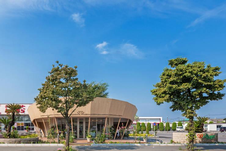 Espaces commerciaux modernes par 松原デザイン一級建築士事務所 Moderne