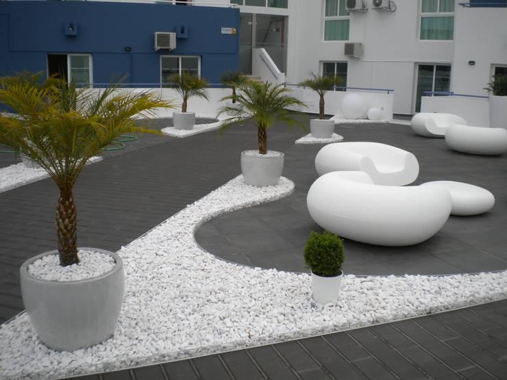 minimalistic Garden by Arqnow, Unipessoal, Lda