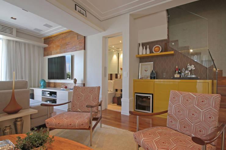 Cobertura Vila Leopoldina: Salas de estar  por Officina44