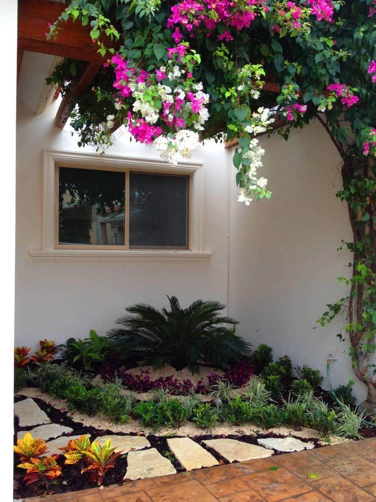 CASA CP-34: Jardines de estilo  por EcoEntorno Paisajismo Urbano