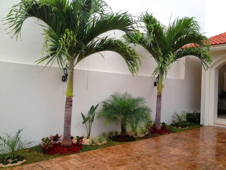 Jardines de estilo  por EcoEntorno Paisajismo Urbano