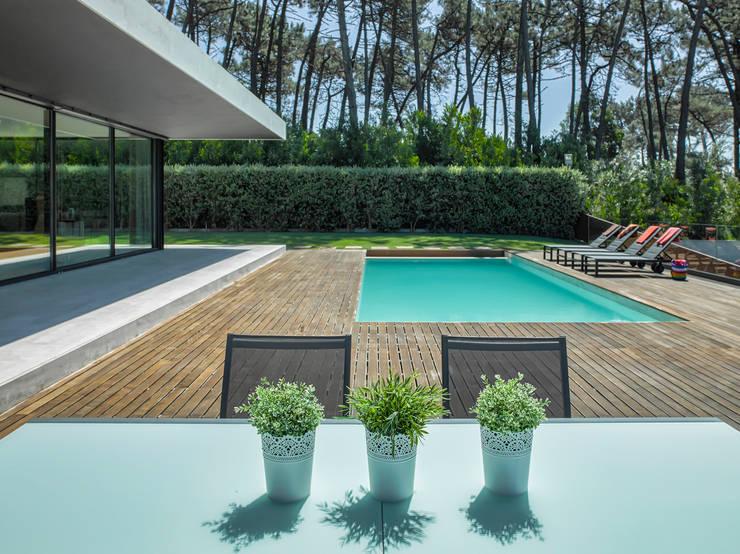 AM 2014 - Fão: Piscinas  por INAIN Interior Design