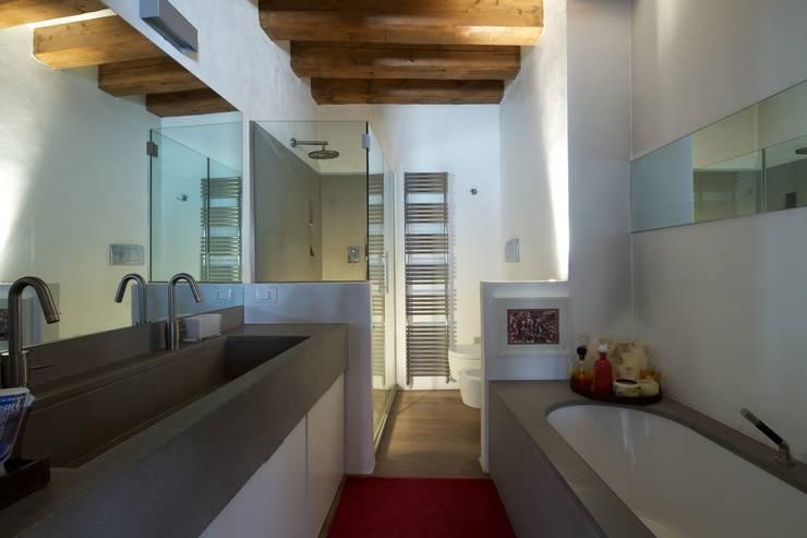 Projekty,  Łazienka zaprojektowane przez cristina mecatti interior design