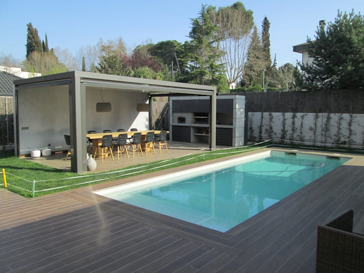 Zona Piscina: Balcones y terrazas de estilo  de Marc Pérez Interiorismo