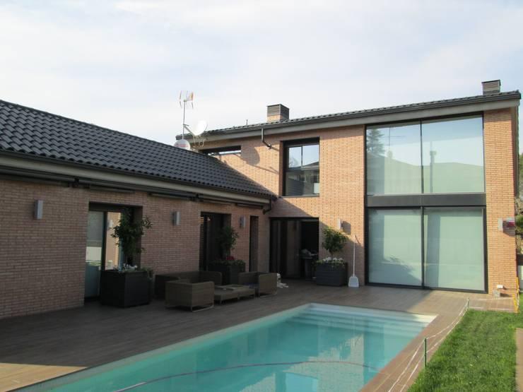 Balcones, porches y terrazas de estilo  por Marc Pérez Interiorismo