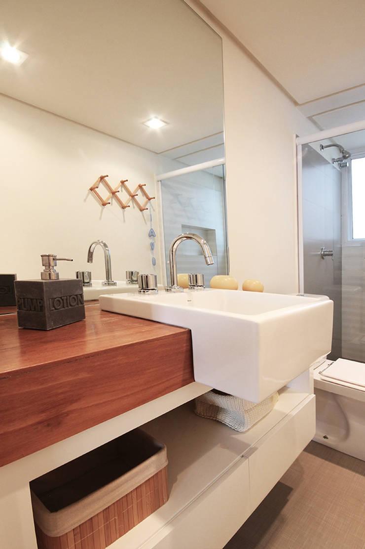 Apartamento Moema: Banheiros  por Officina44,Moderno