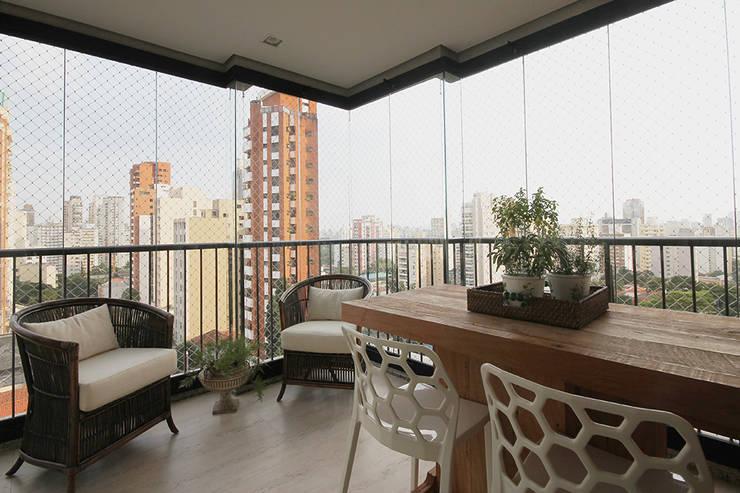 Apartamento em Pinheiros: Terraços  por Officina44