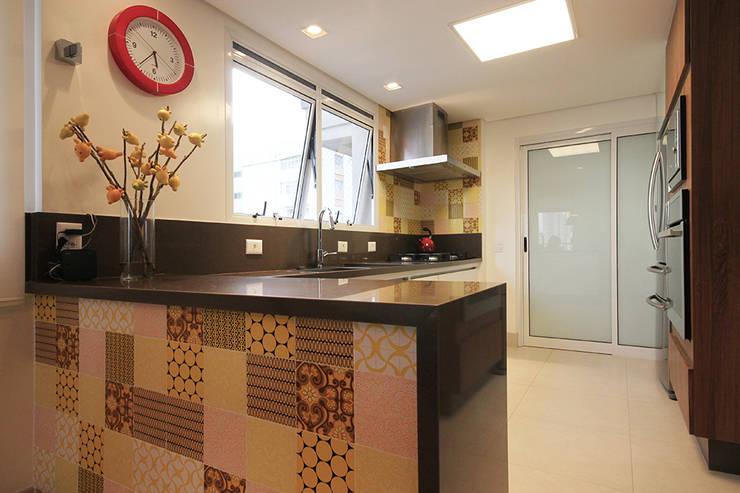 Apartamento em Pinheiros: Cozinhas  por Officina44