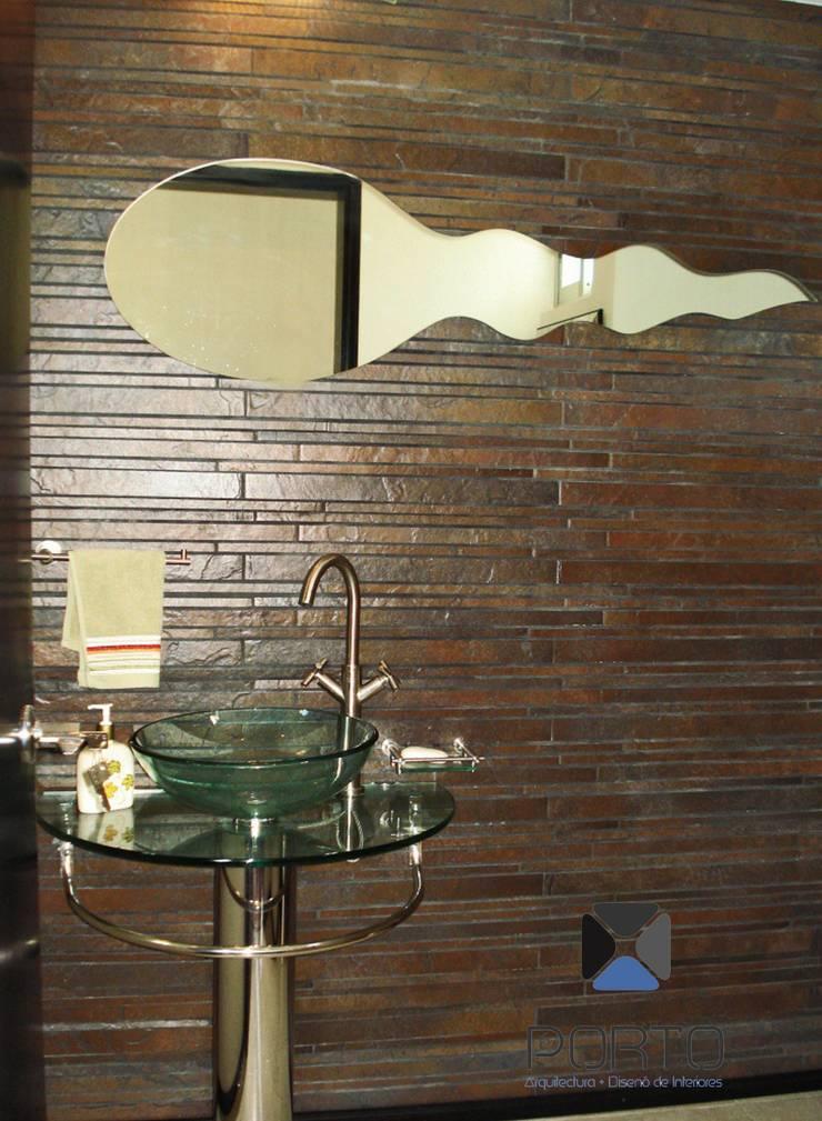 proyecto residencial <q>SR01</q> : Baños de estilo  por PORTO Arquitectura + Diseño de Interiores