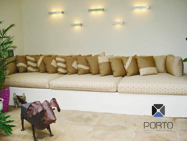 Terraços  por PORTO Arquitectura + Diseño de Interiores