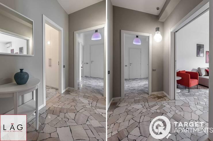 CASA LR Ingresso, Corridoio & Scale in stile moderno di Architrek Moderno