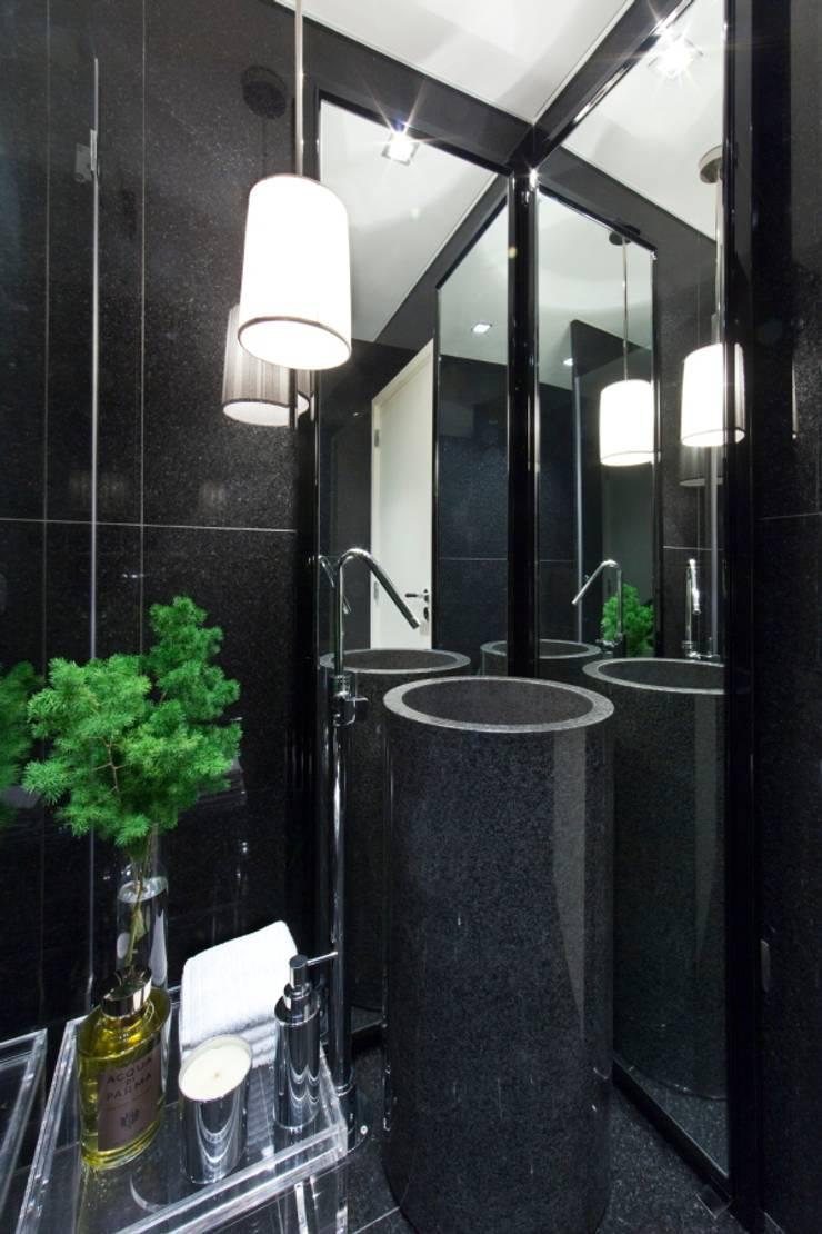 Baños de estilo ecléctico de Manuel Francisco Jorge interior Design Studio Ecléctico