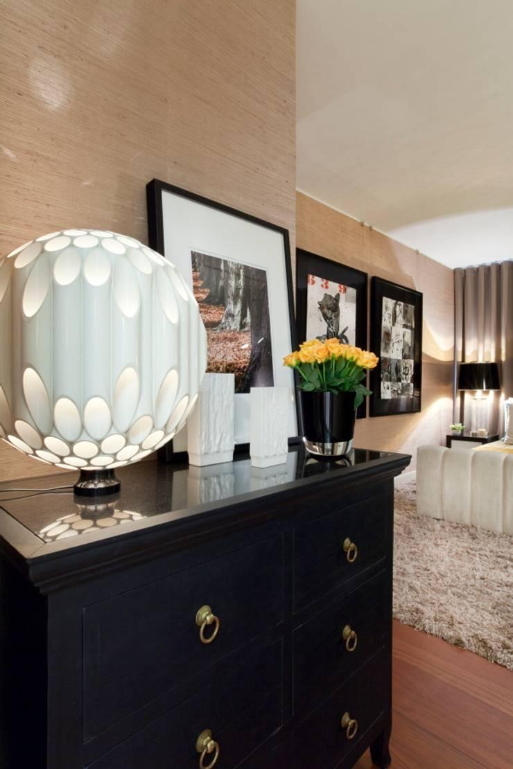 Dormitorios de estilo ecléctico de Manuel Francisco Jorge interior Design Studio Ecléctico