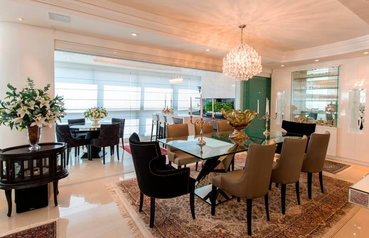 Apartamento Centro: Sala de estar  por Cristine V. Angelo Boing e Fernanda Carlin da Silva
