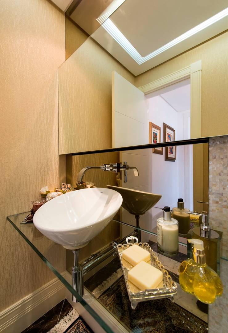 Apartamento Centro: Banheiro  por Cristine V. Angelo Boing e Fernanda Carlin da Silva