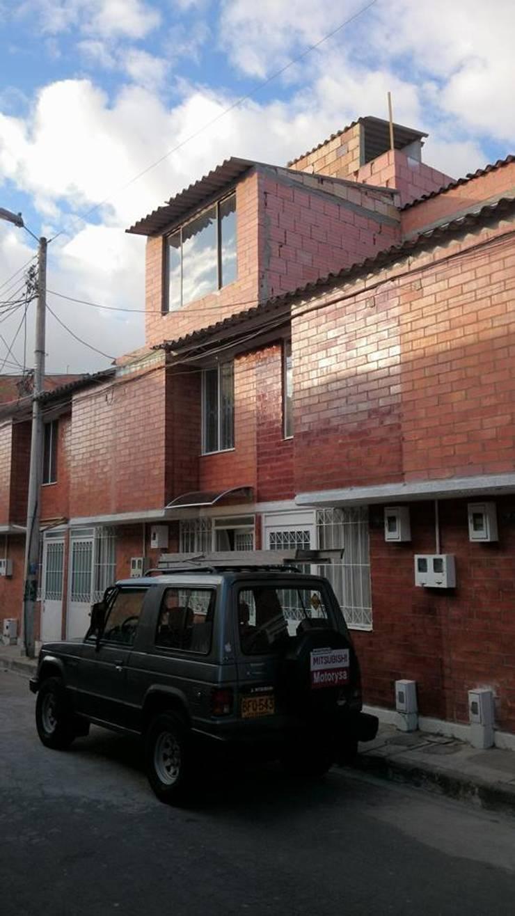 FACHADA PRINCIPAL : Casas de estilo  por MVP arquitectos, Clásico Ladrillos