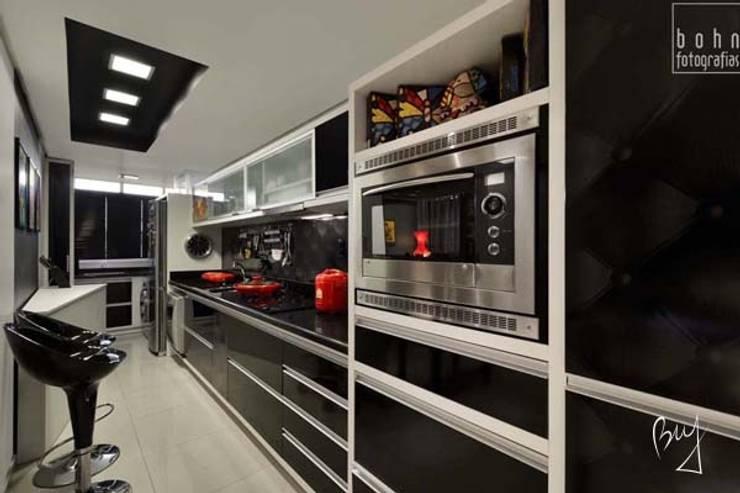 Apartamento jovem : Cozinhas  por Bethina Wulff