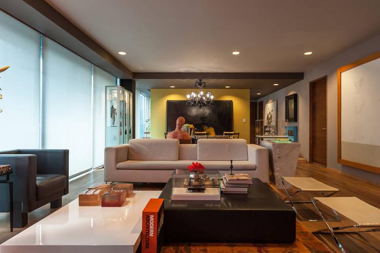 Sala: Salas de estilo  por MAAD arquitectura y diseño