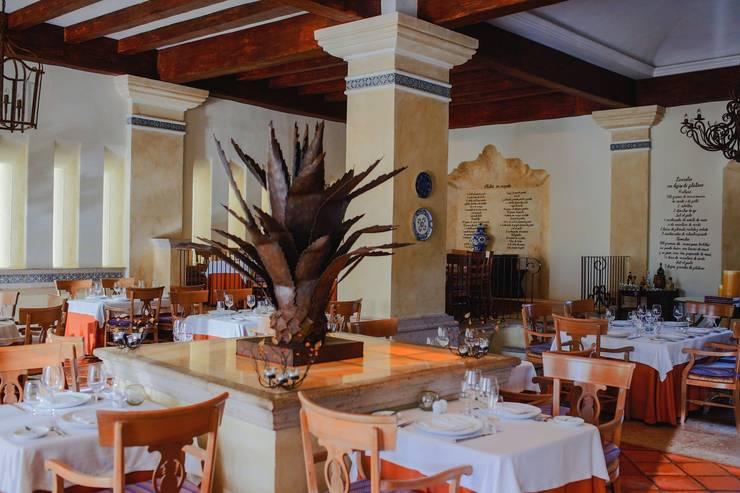 Restaurante Frida.: Comedores de estilo  por MC Design