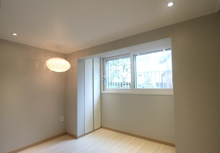 작은집 넓게 쓰는 빌라인테리어_ 20py: 홍예디자인의  침실