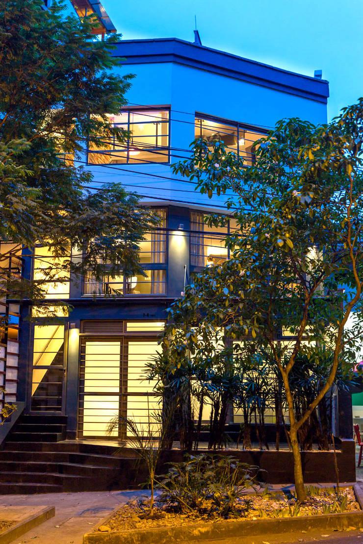 exterior 1: Hoteles de estilo  por PLANTA BAJA ESTUDIO DE ARQUITECTURA