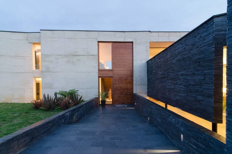 Casas de estilo  por PLANTA BAJA ESTUDIO DE ARQUITECTURA