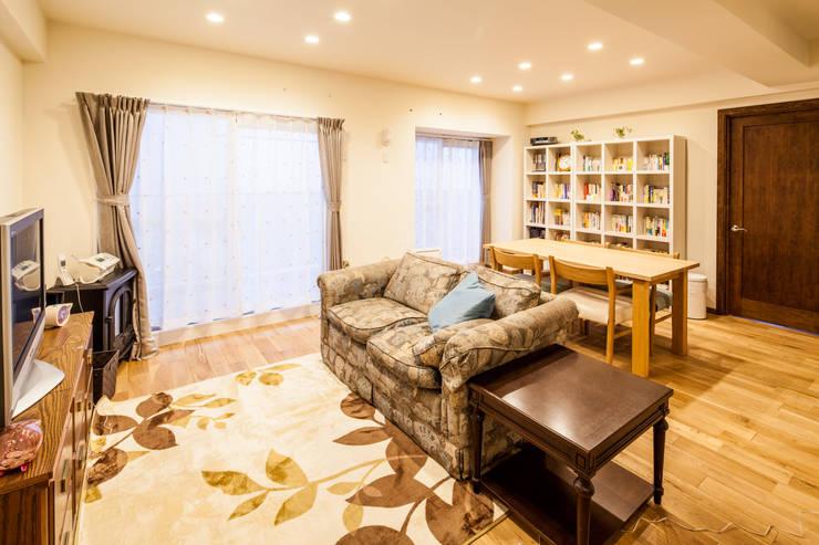 のんびり過ごせる快適な家 北欧デザインの リビング の 株式会社コリーナ 北欧