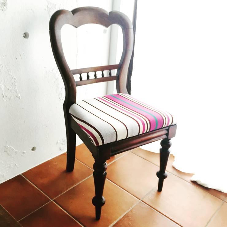 ハートの椅子: おしゃれな椅子店が手掛けたダイニングルームです。