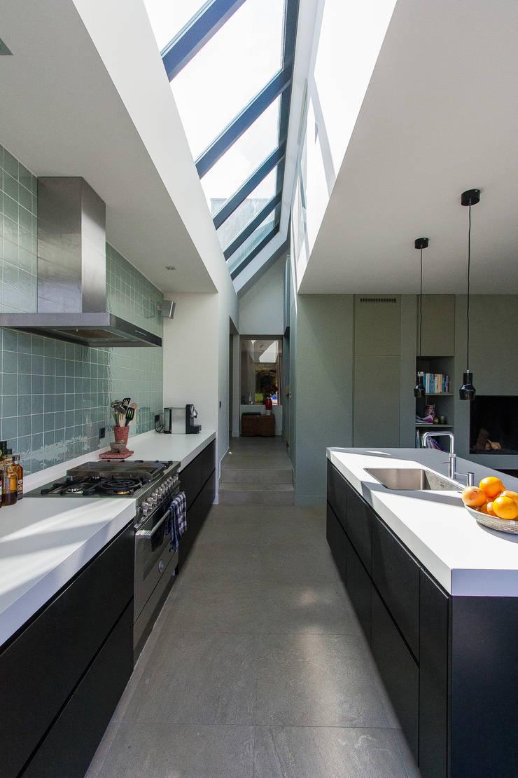 Woning te Vreeland:  Keuken door ScanaBouw BV