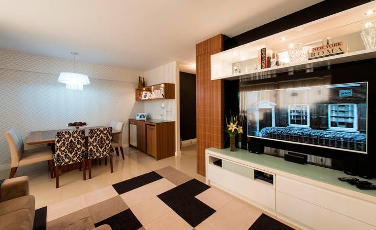 modern Living room by Cristine V. Angelo Boing e Fernanda Carlin da Silva