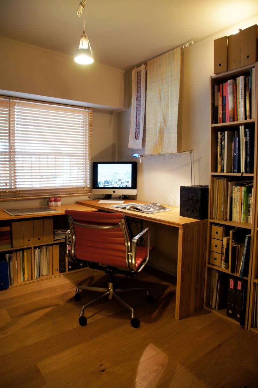 Matsumicho House: イロリイデザインが手掛けた書斎です。,