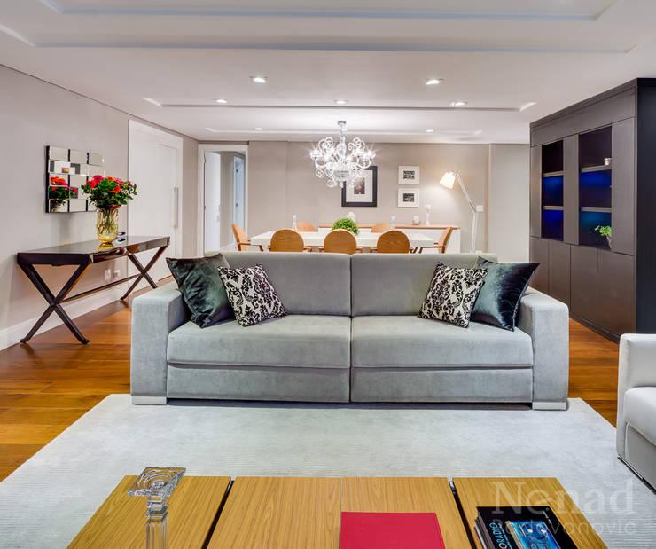 Estar e Jantar: Salas de estar  por Claudia Guerios Arquitetura e Interiores,