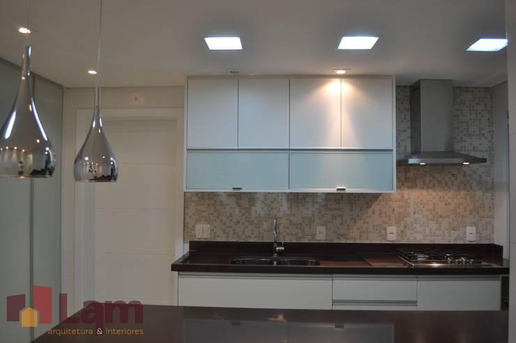 Cozinha : Cozinhas  por LAM Arquitetura | Interiores,Moderno
