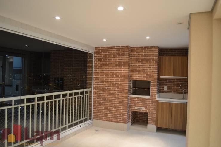 Terraço: Terraços  por LAM Arquitetura | Interiores,Moderno