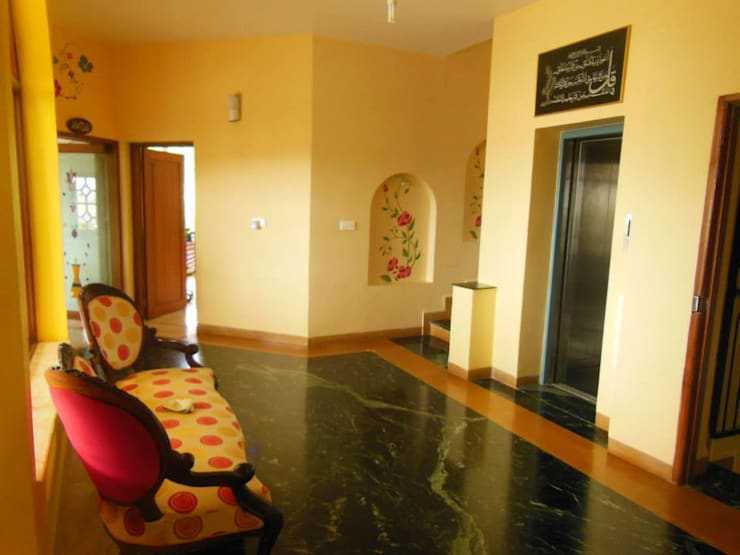 Yusuf Karim House Pics in Althino:  Corridor & hallway by Rita Mody Joshi & Associates
