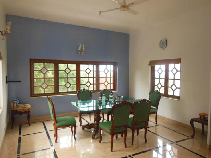Yusuf Karim House Pics in Althino:  Dining room by Rita Mody Joshi & Associates