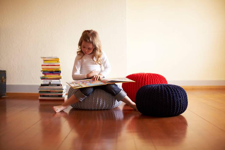 modern Nursery/kid's room تنفيذ Knit Kit GmbH