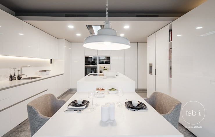 Simples e único: Cozinhas modernas por FABRI
