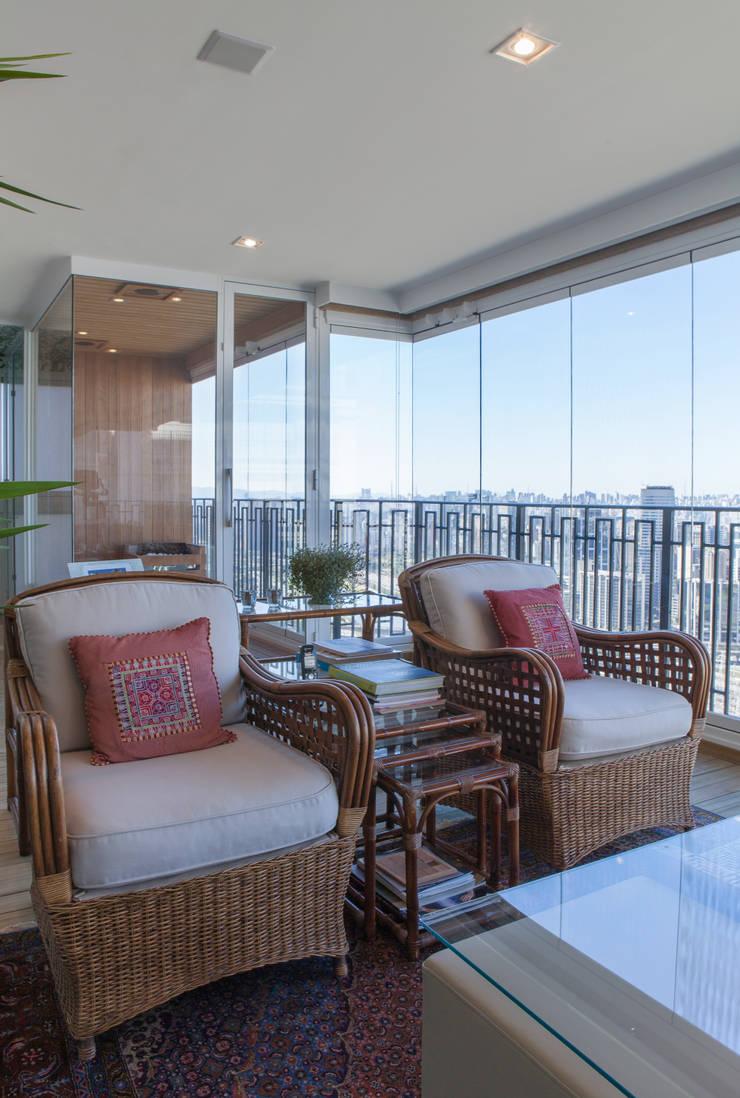 Apartamento Cidade Jardim: Terraços  por Officina44