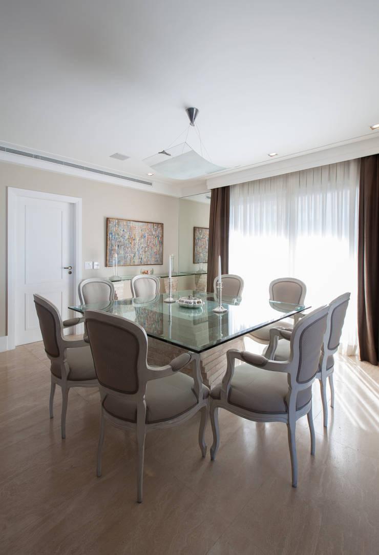 Apartamento Cidade Jardim: Salas de jantar  por Officina44